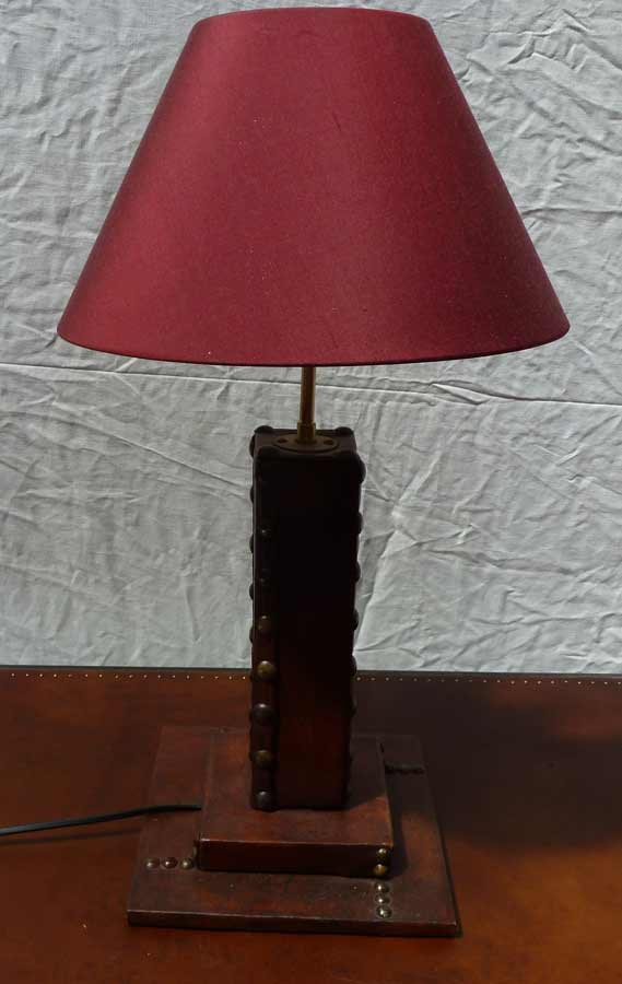 lampe-bureau-cuir-rouge-1